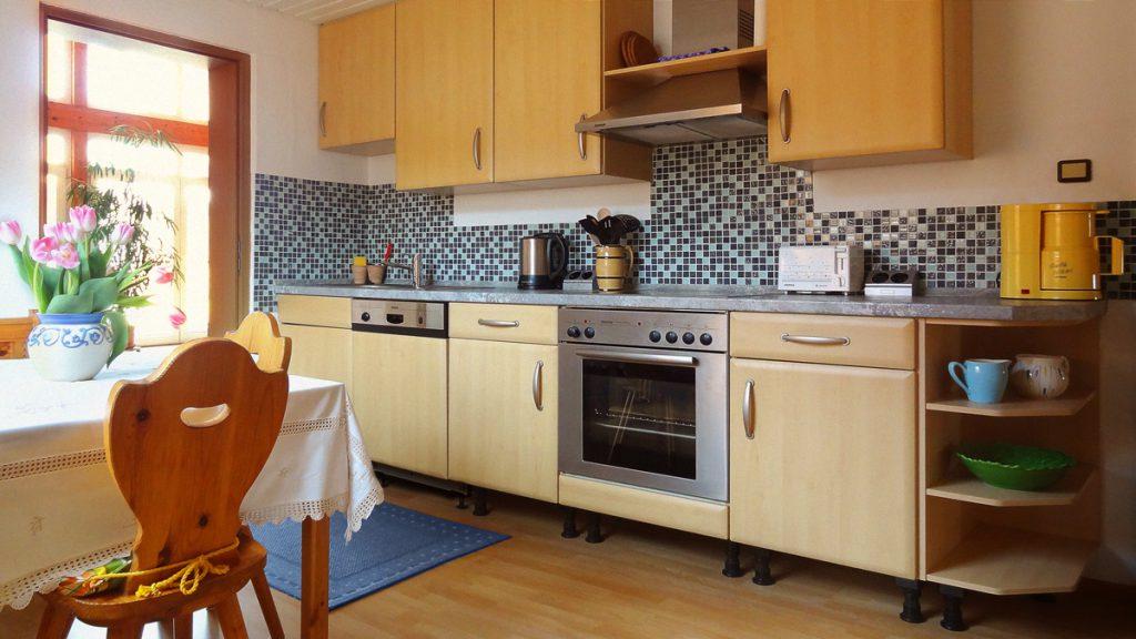 Eine eingerichtete Küche steht Ihnen zur Verfügung.